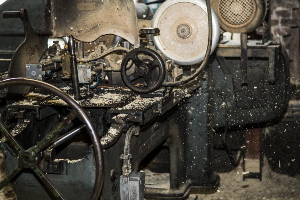 Klompenmakerij heeft een Philips kopieermachine. Waar houten klompen op gemaakt worden.